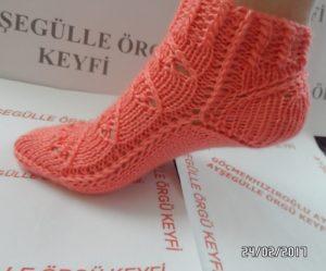 Dikişsiz iki şişle çorap modeli
